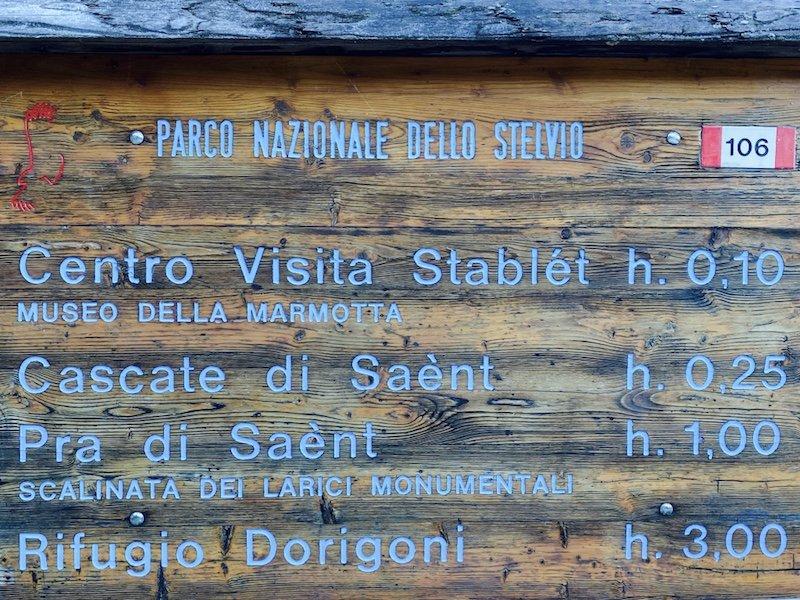 Wegweiserschilder im Nationalpark Stilfser Joch