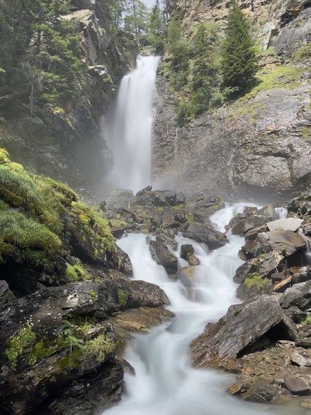 Wasserfall Saént mit Natur