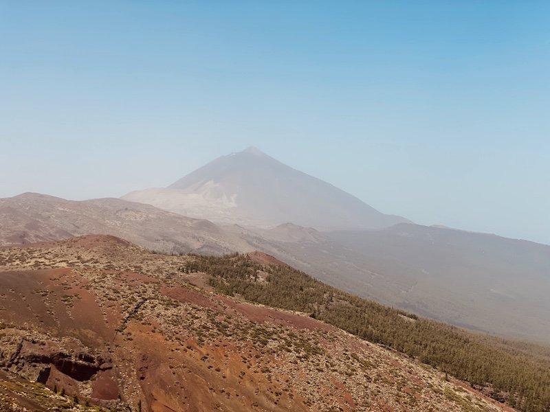 Blick vom Aussichtspunkt auf die Insel und Teide auf Teneriffa
