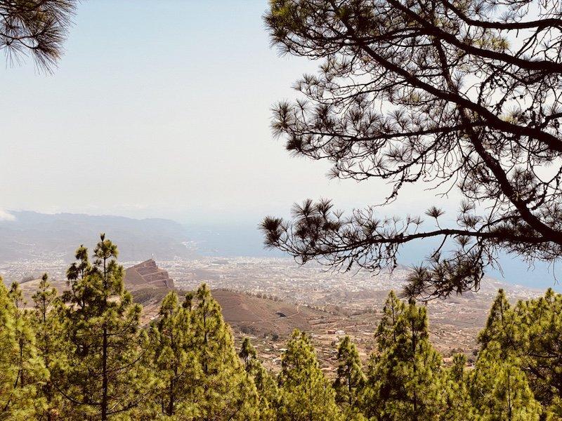 Blick vom Aussichtspunkt auf die Insel Teneriffa
