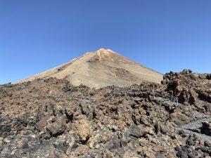 Blick vom Aussichtspunkt auf die Insel und Vulkan Teide auf Teneriffa