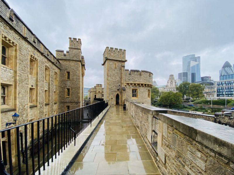 Blick auf der Mauer des Tower of London