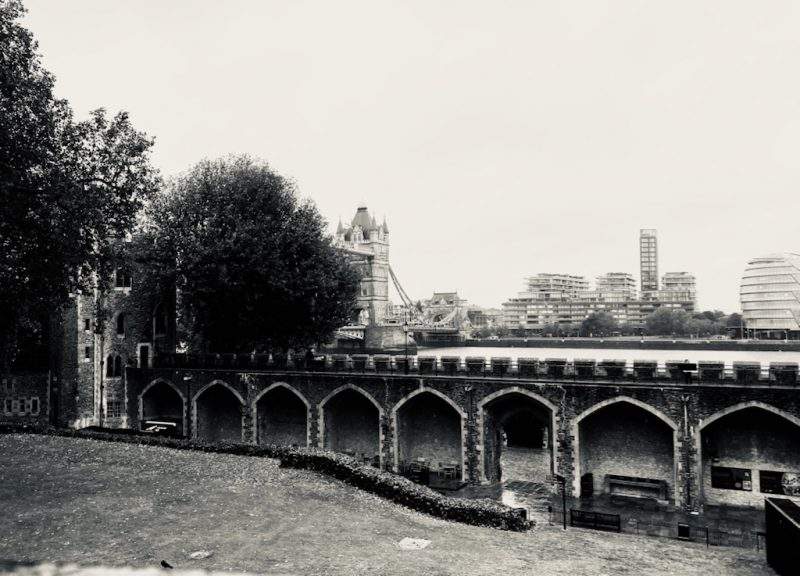 Blick vom Tower of London zur London Bridge