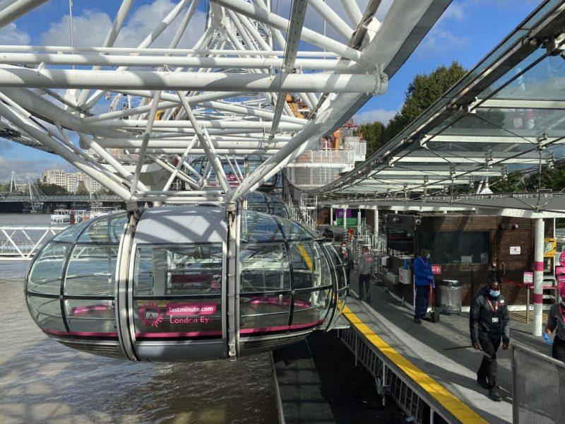 Kapseln und Riesenrad London Eye am Start