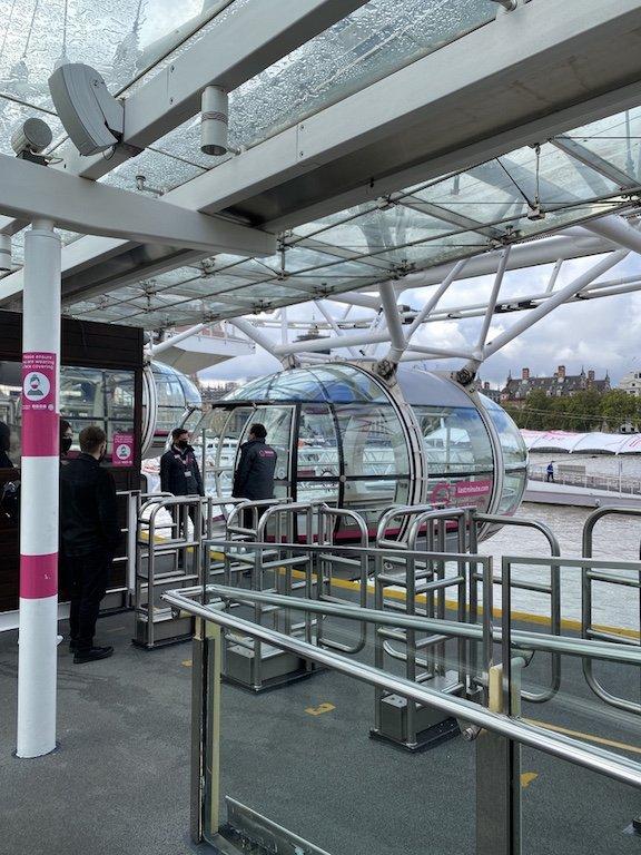 Kapseln und Riesenrad London Eye Eingang