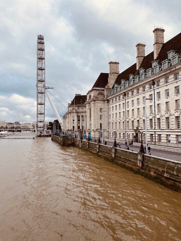 Riesenrad London Eye an der Themse