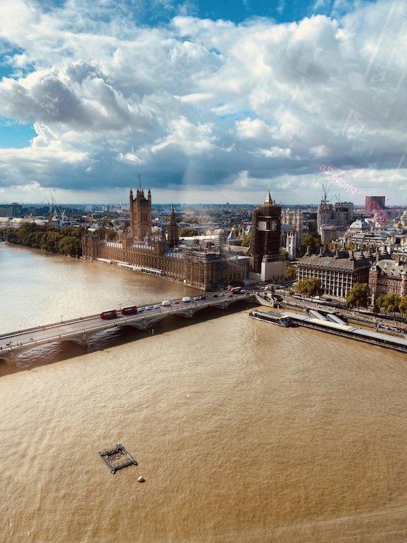 Blick aus London Eye Riesenrad Kapsel auf Big Ben und Parliament