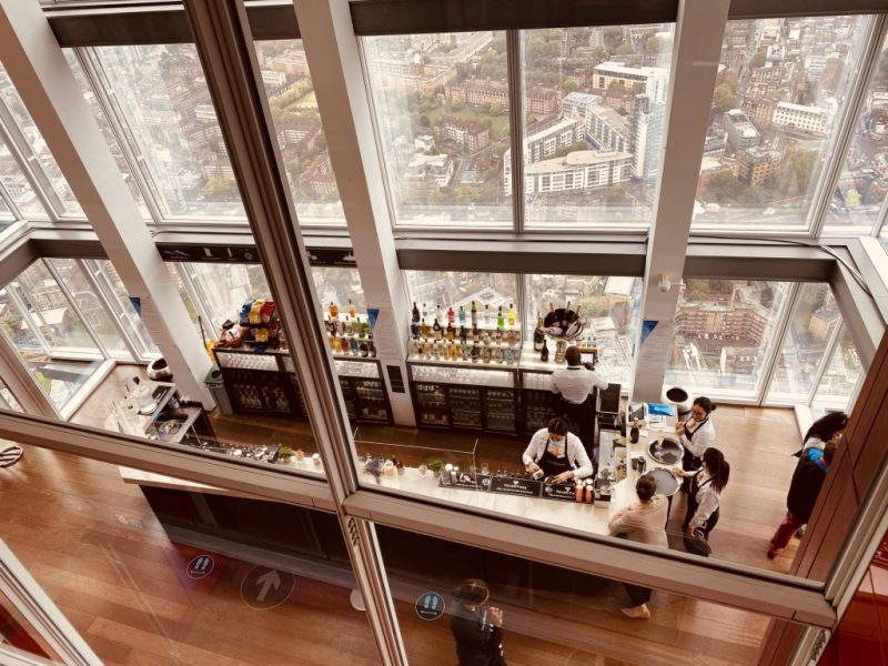 Blick auf Bar Etage 69 im The Shard London