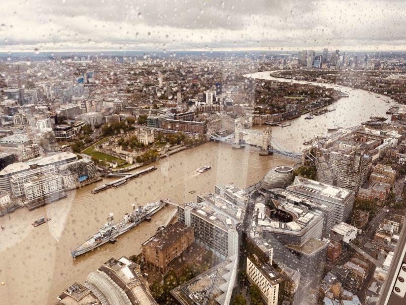 Blick vom The Shard Hochhaus auf London und Tower Bridge