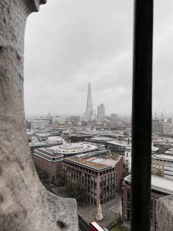 Blick auf The Shard von St. Paul's Cathedral