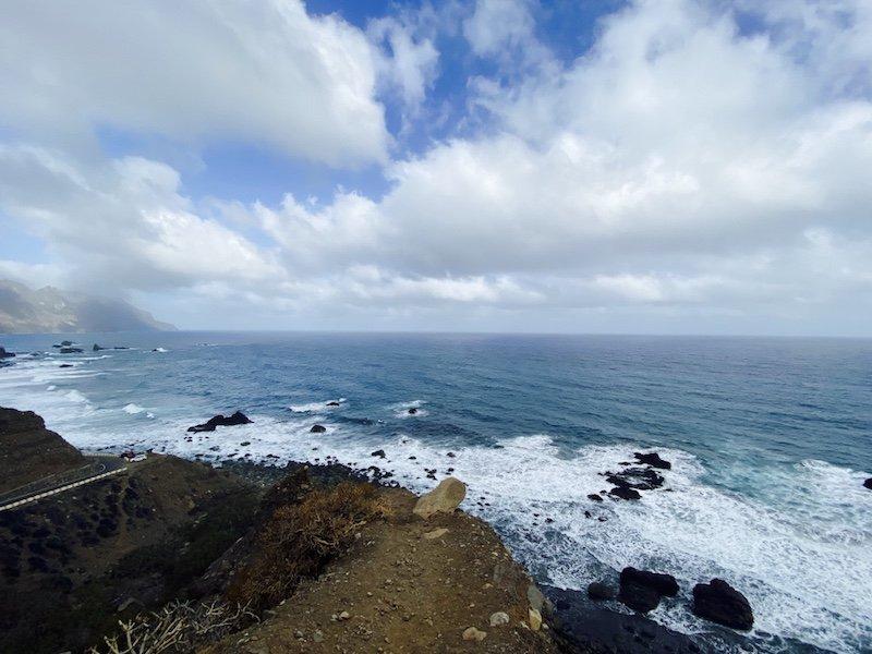 Mirardor mit Sicht auf Küste und Meer