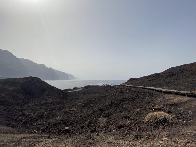 Steg und Sicht auf Los Gigantes bei Punta de Teno