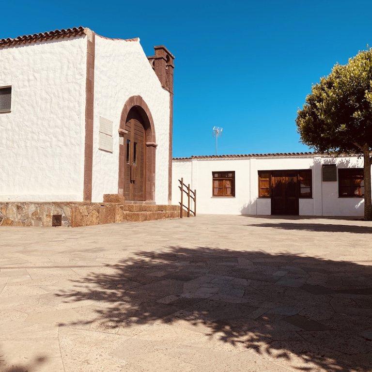 Vor der Kirche im Weiler Teno Alto