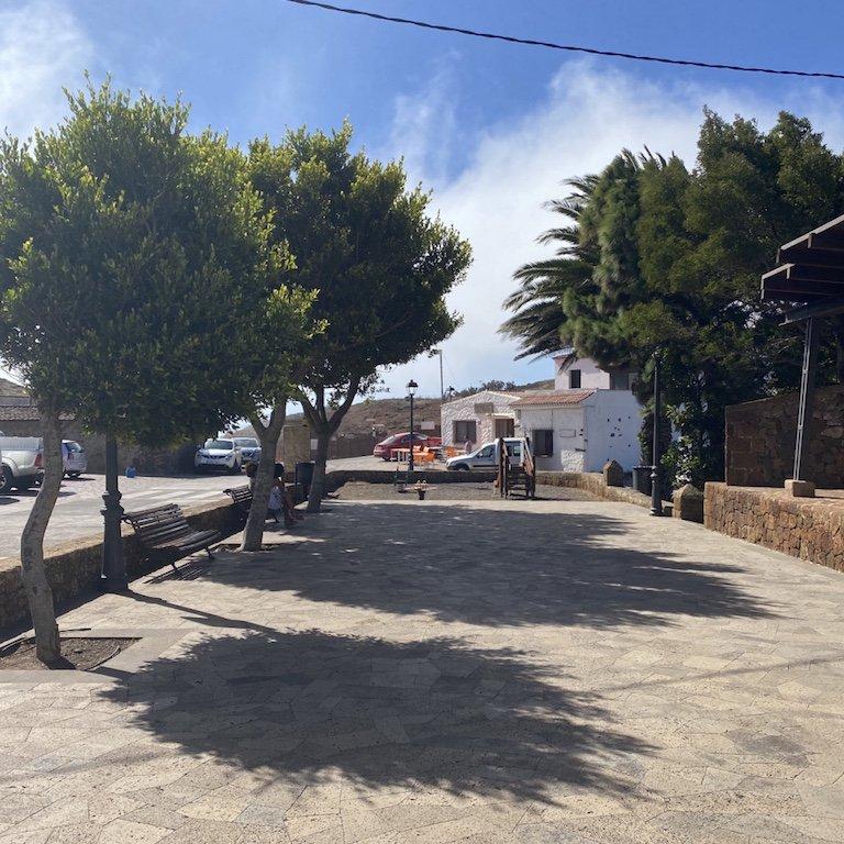 Mitten auf dem Dorfplatz im Weiler Teno Alto