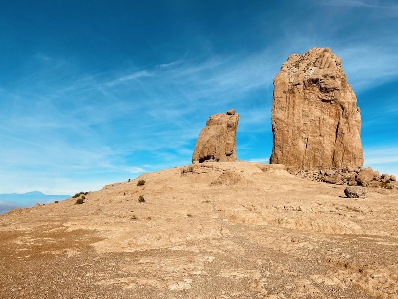 Auf der Plattform mit Roque Nublo Felsen und blauen Himmel auf Gran Canaria