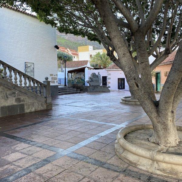 Kirchplatz im Ort Mogan auf Gran Canaria