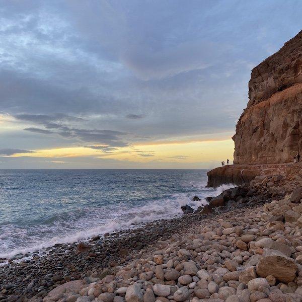 Felsen mit Sonnenuntergang bei Puerto de Mogan auf Gran Canaria