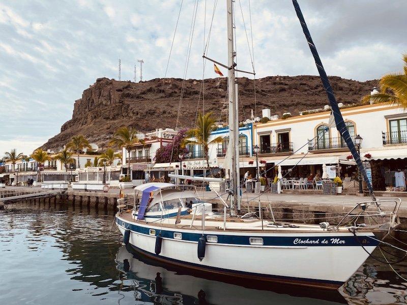 Schiffe im Hafen von Puerto de Mogan auf Gran Canaria