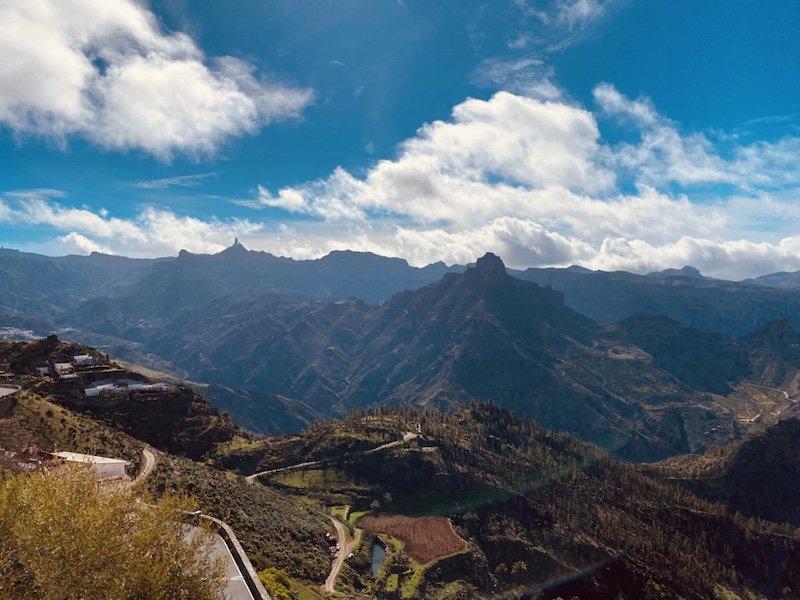 Blick auf Roque Nublo und Roque Bentayga von Artenara aus