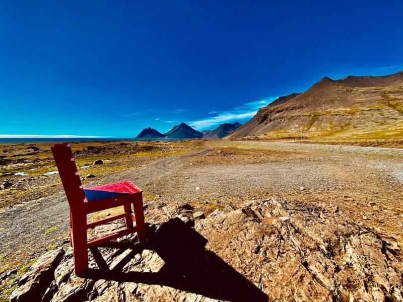 Im Osten von Island unterwegs - Red Chair