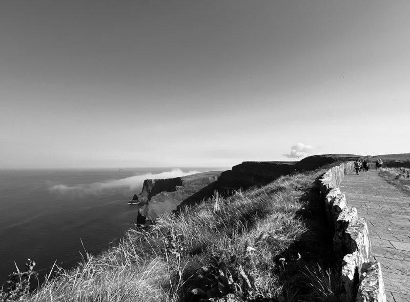 Weg zum Leuchtturm bei Cliffs of Moher
