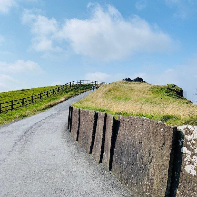 Wanderweg bei Cliffs of Moher