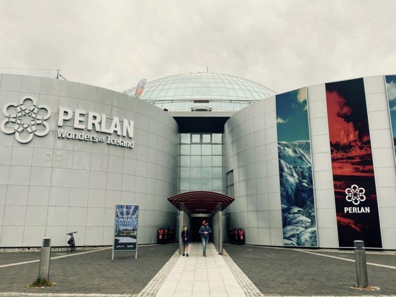 Die Aussenansicht des Perlan in Reykjavik